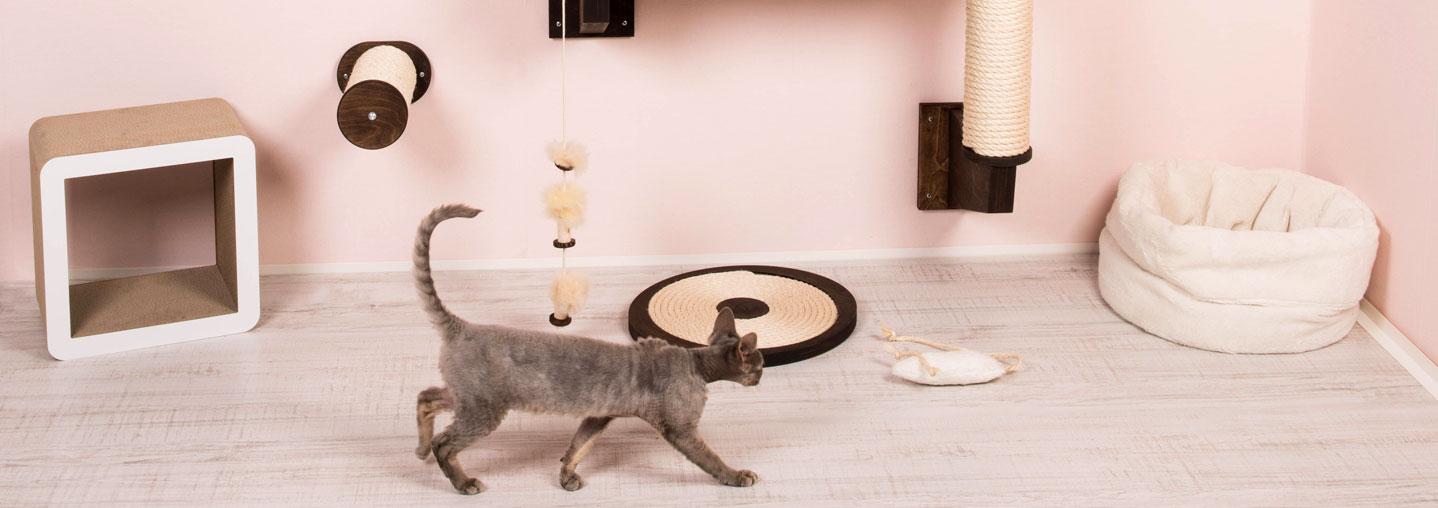 kletterbaum f r katzen zur wandmontage. Black Bedroom Furniture Sets. Home Design Ideas